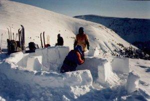 Строим иглу - дом из снега