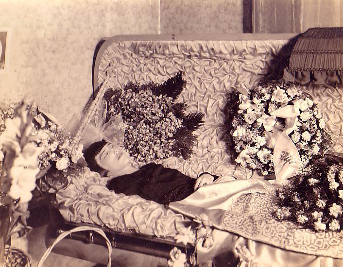Посмертные фото знаменитостей