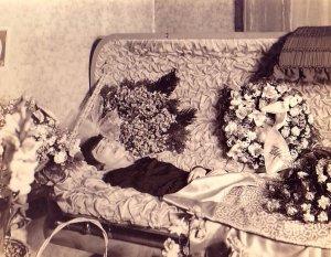 Посмертные фотографии